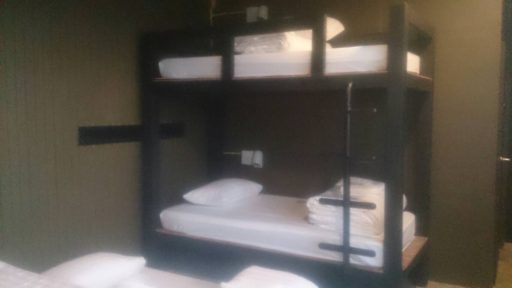 Family Room -(1 King Bed and 1 Bunk Bed) ห้องน้ำในตัว